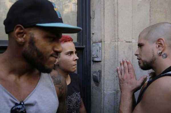 """Nazis son expulsados a golpes tras el atentado de """"Las Ramblas"""""""