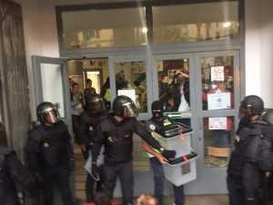 Policias requisan urnas 1 - O